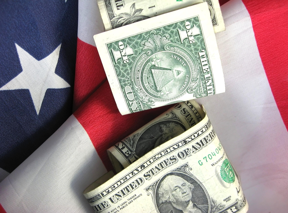 Американский флаг и валюта