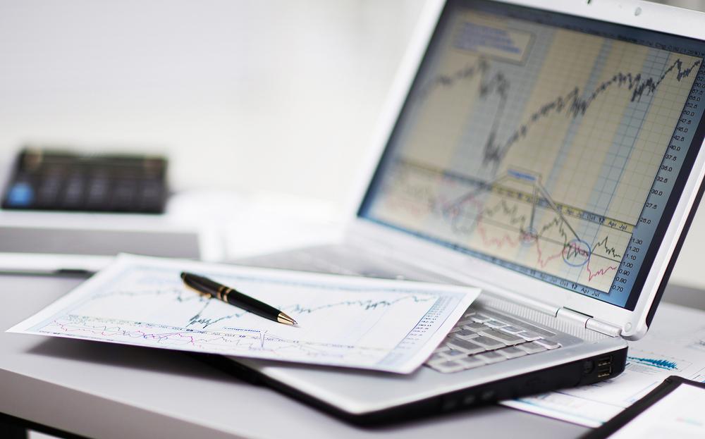 Торговля на бирже на ноутбуке