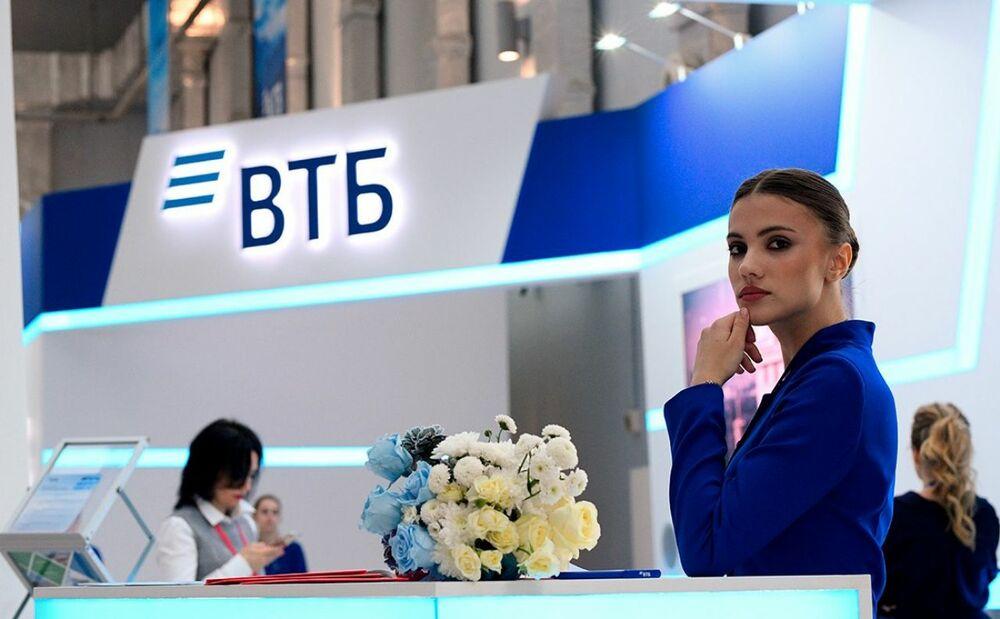 Сотрудница ВТБ банка